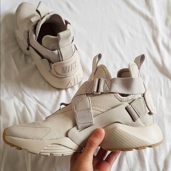 new products 3d614 18311 NWT👌🏻Nike Air Huarache city sand